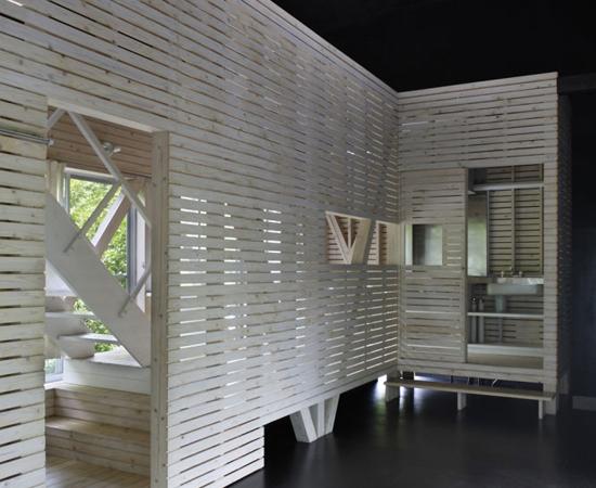 tsumari_cottage_interior-wood-slats-550x450.jpg