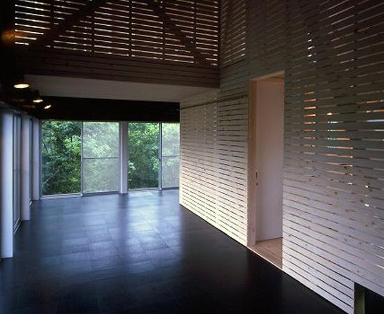 tsumari_cottage_interior-cork-flooring-550x450.jpg