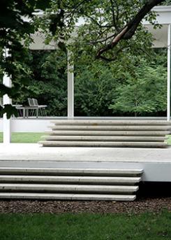 Farnsworth-House-Mies-van-der-Rohe-stair-detail-250x350.jpg