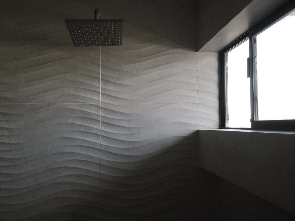 porcelain tile / bianco trani onda