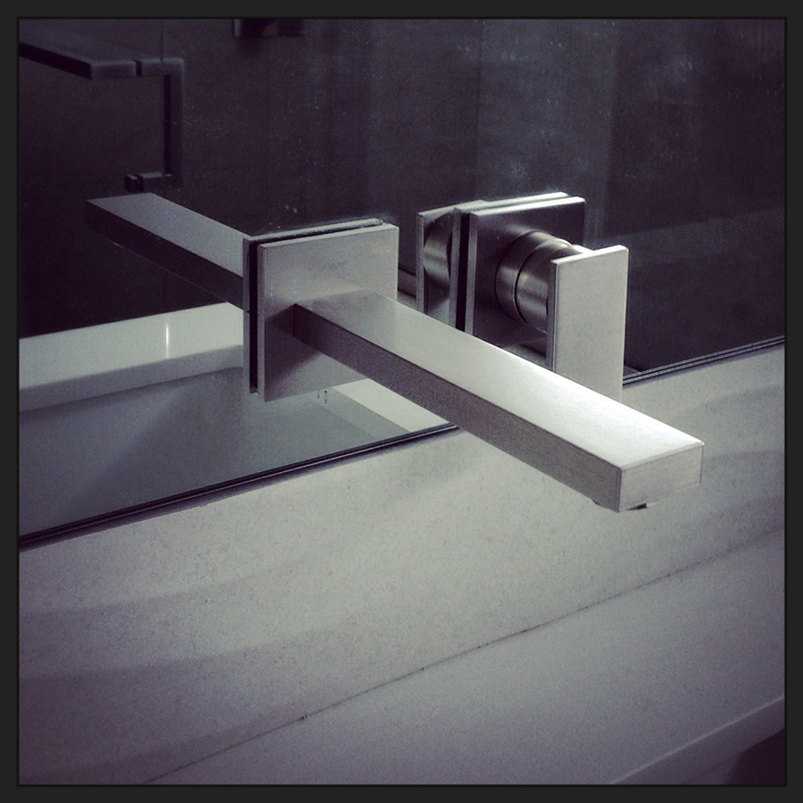 modern bath design: geometry + dimensional wall tile   // august 2014