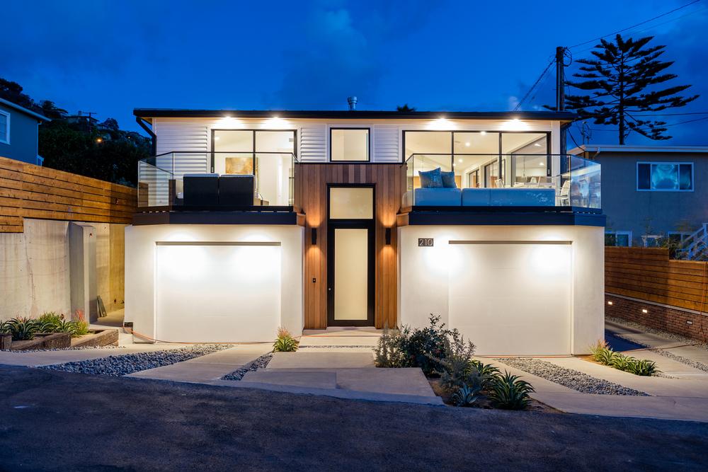 Laguna Beach contemporary cottage / Moss Yaw Design studio