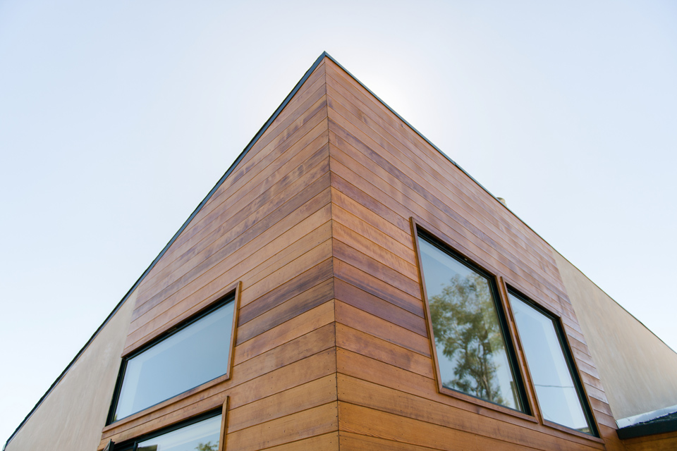 cedar siding detail // sierra madre modern ranch home addition +