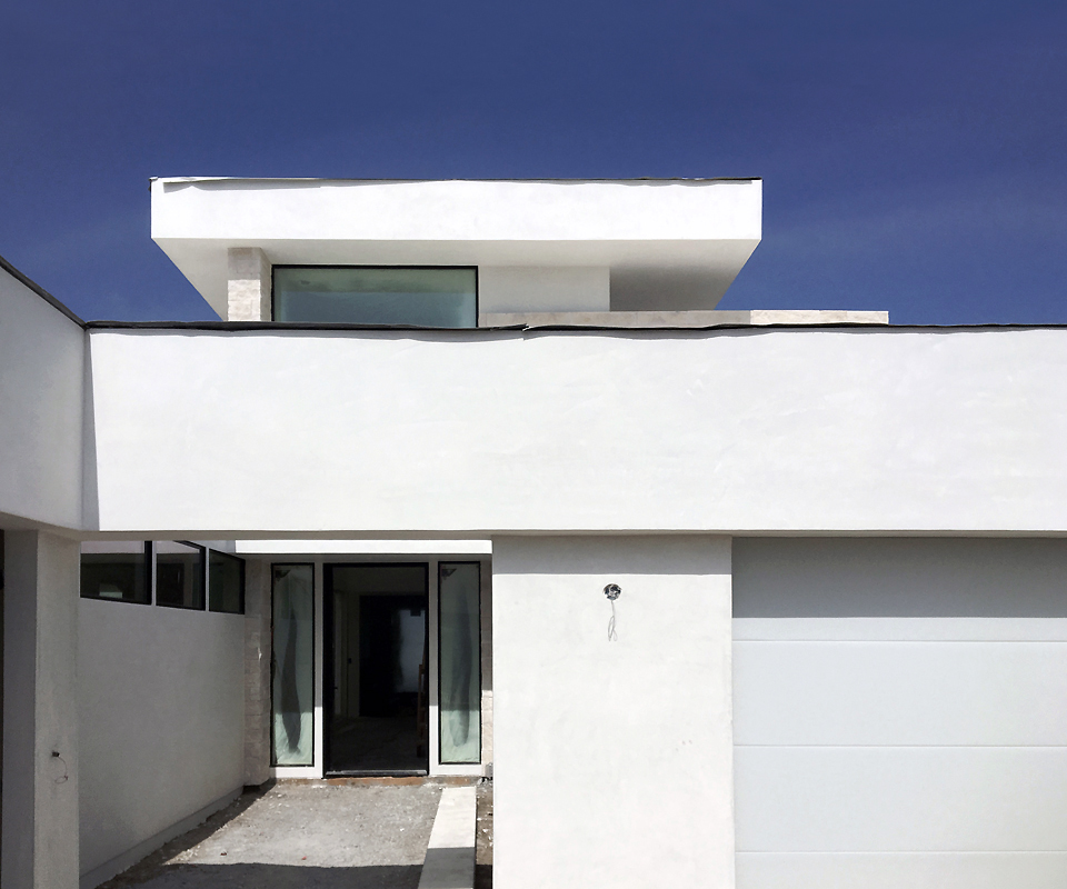 smooth stucco at entry courtyard