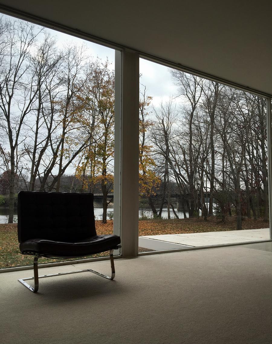 barcelona chair / farnsworth house living room
