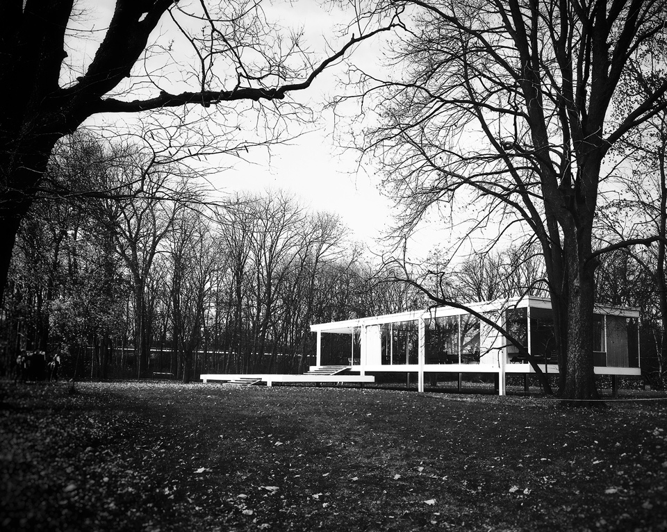 the farnsworth house by mies van der rohe, plano illinois