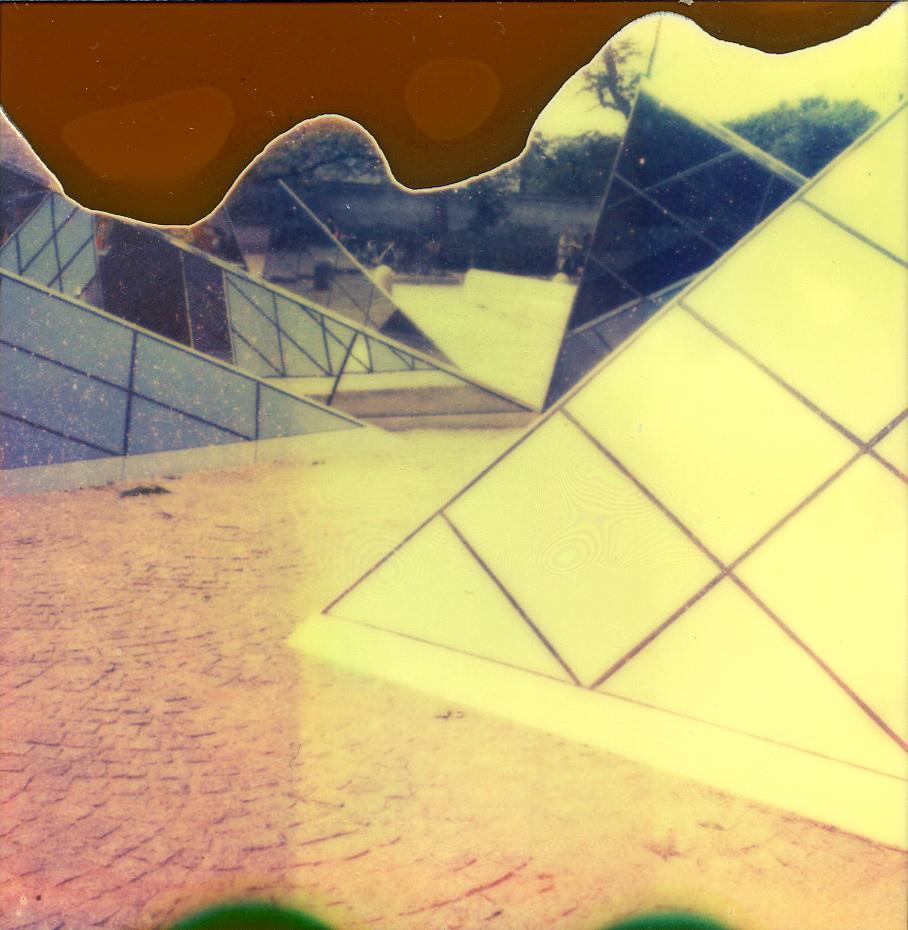 pyramids2_o.jpg
