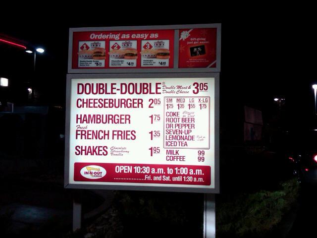 Le menu de In-n-Out : 3 burgers, 1 portion de frites, 1 milkshake. Image de Flickr