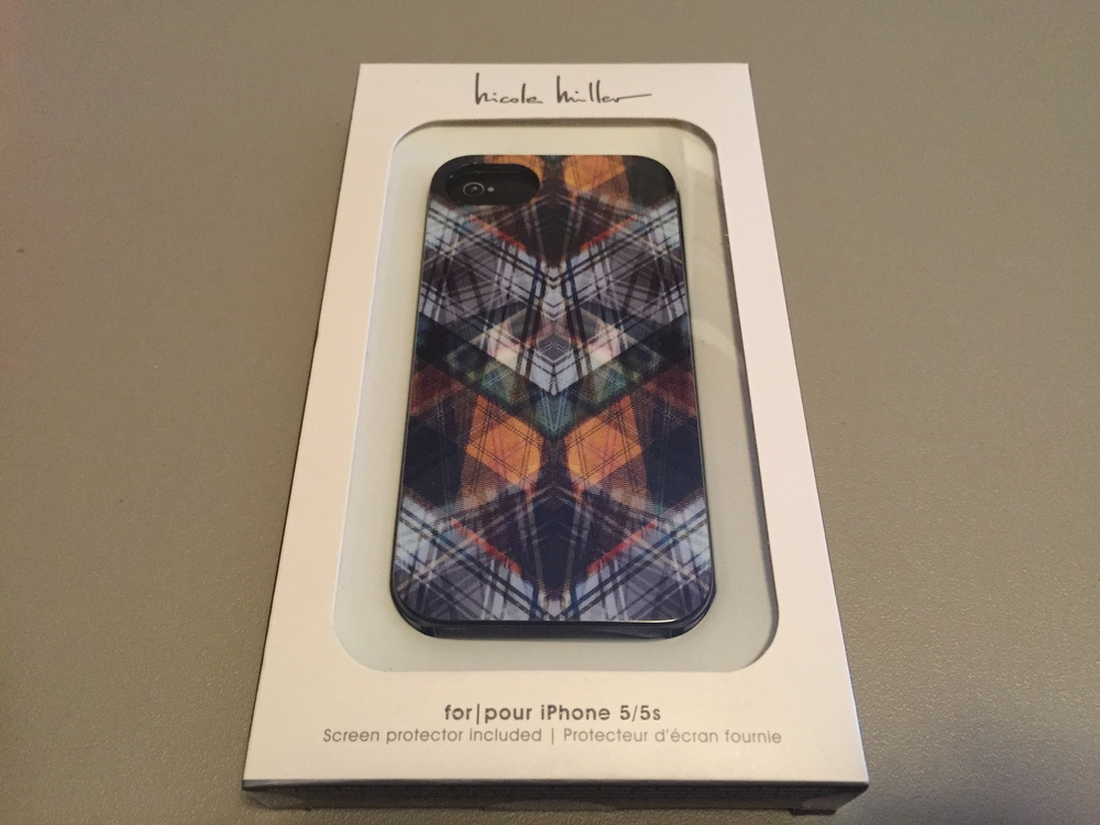Here we have a snazzy iPhone 5 / 5S case that has a multi color design.