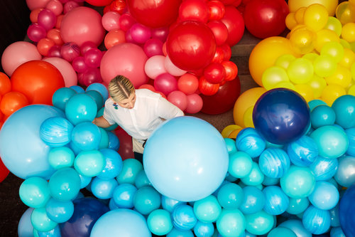 geronimo balloons founder jihan zencirli used more than 15000 balloons ranging in size from eight inches to eight feet to adorn the entrance of our nyc