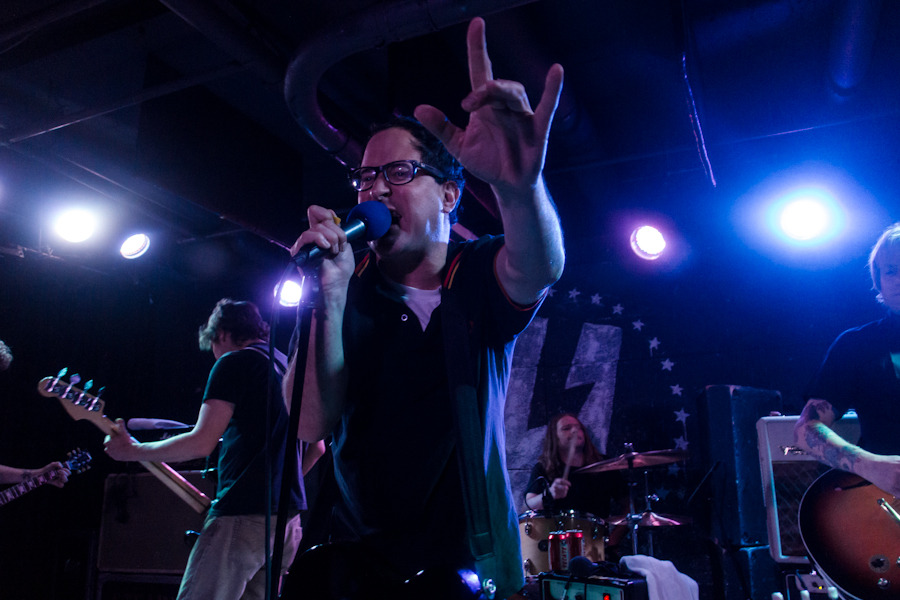holdsteady_101712-909b6.jpg