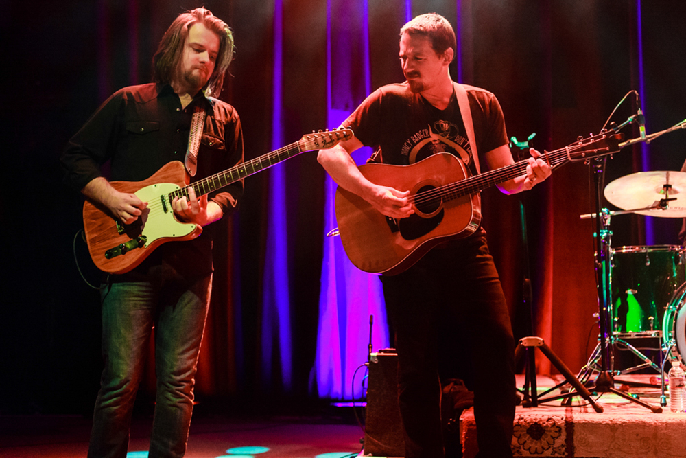 Estonian shredder Laur Joamets and Sturgill Simpson performing at the legendary 9:30 Club (photo by Matt Condon)