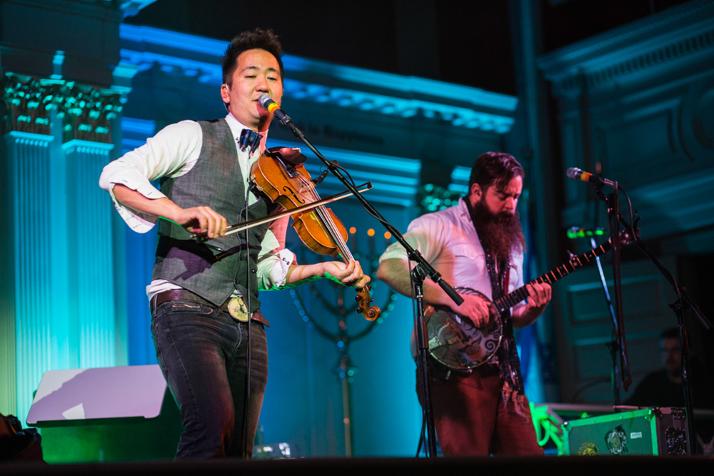 Kishi Bashi performing at Sixth & I