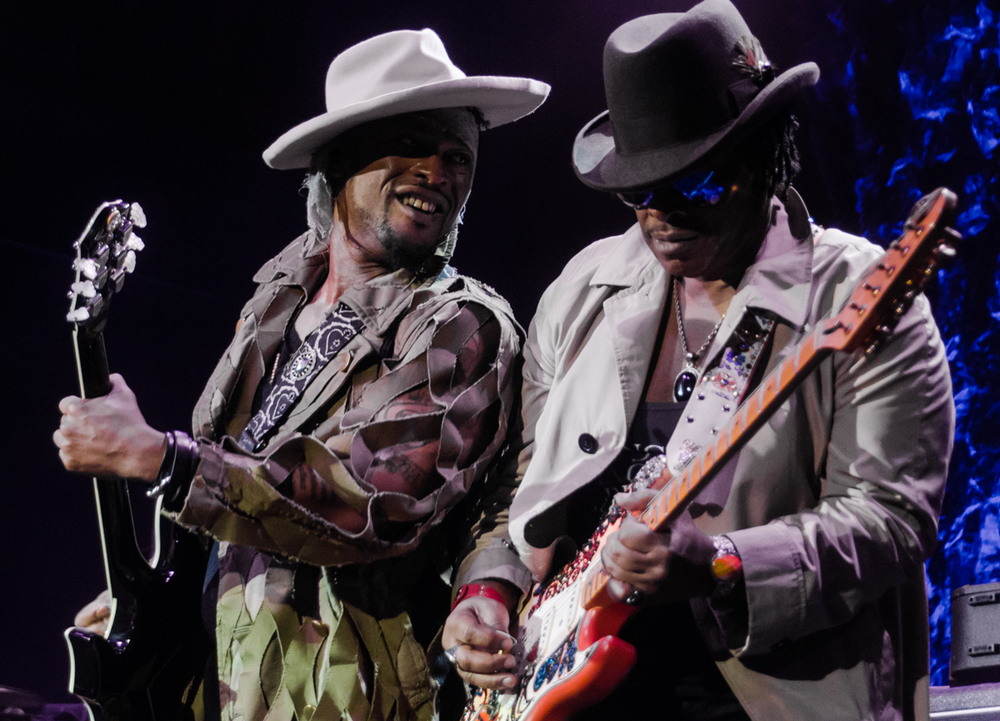 D'Angelo and guitarist Jesse Johnson bringing heavy revelations to the Fillmore Silver Spring - 6/25/15 (photo by Kevin Hill)