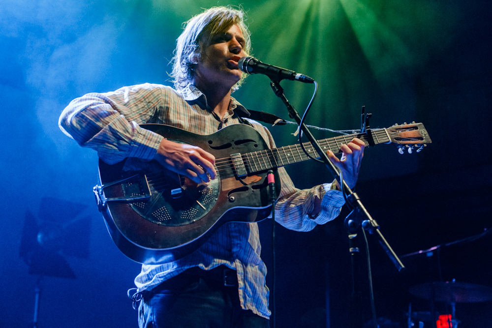 Johnny Flynn warming up the crowd for Laura Marling at the 9:30 Club in Washington, DC - 7/31/15 (photo by Matt Condon)