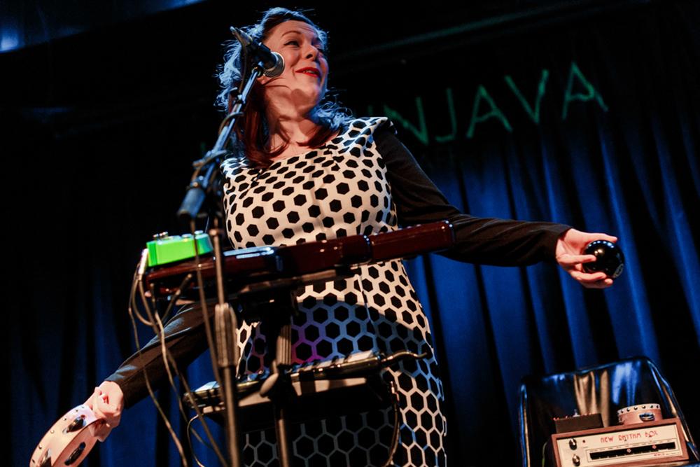 Piney Gir opening for Gaz Coombes at Jammin' Java in Vienna, VA (photo by Matt Condon / @arcane93)