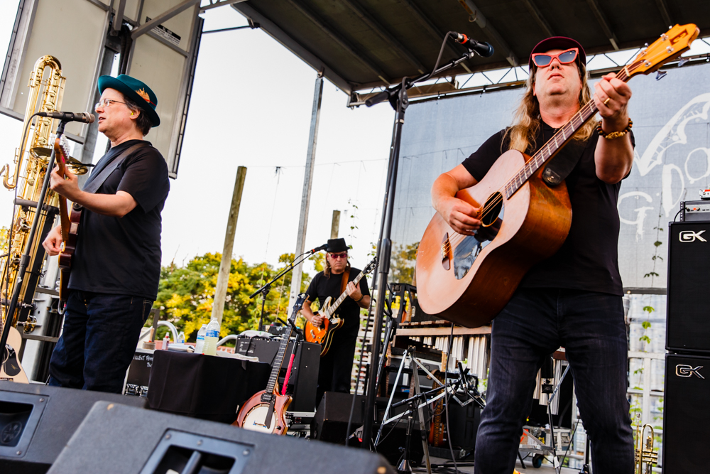Violent Femmes performing at the Flying Dog Brewery in Frederick, MD - 6/25/2016 (photo by Matt Condon / @arcane93)