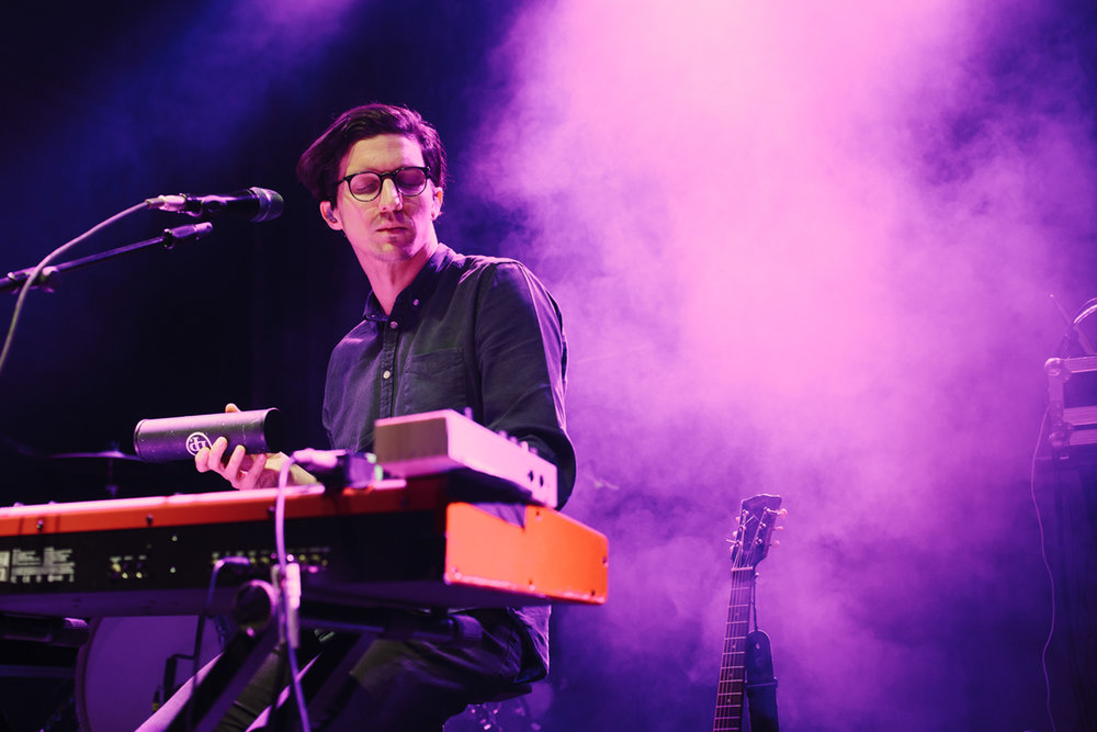 Dan Croll opening for Aurora at the 9:30 Club in Washington, DC - 10/31/16 (photo by Mauricio Castro / @TheMauricio)