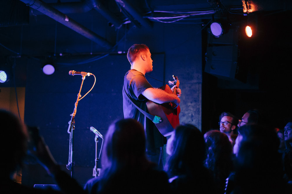 Benjamin Francis Leftwich surrounded by adoring fans at U Street Music Hall in Washington, DC - 11/12/16 (photo by Mauricio Castro/@TheMauricio)