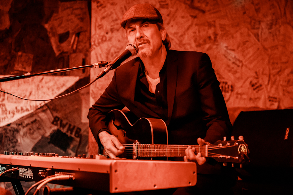 Howe Gelb performing at Hill Country in Washington, DC - 4/7/2017 (photo by Matt Condon / @arcane93)