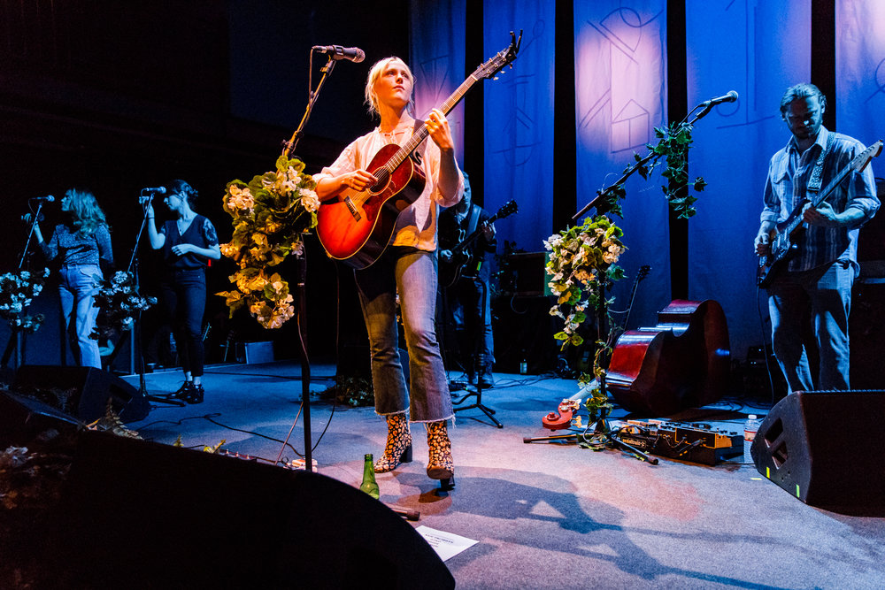 Laura Marling performing at the 9:30 Club in Washington, DC - 5/21/2017 (photo by Matt Condon / @arcane93)