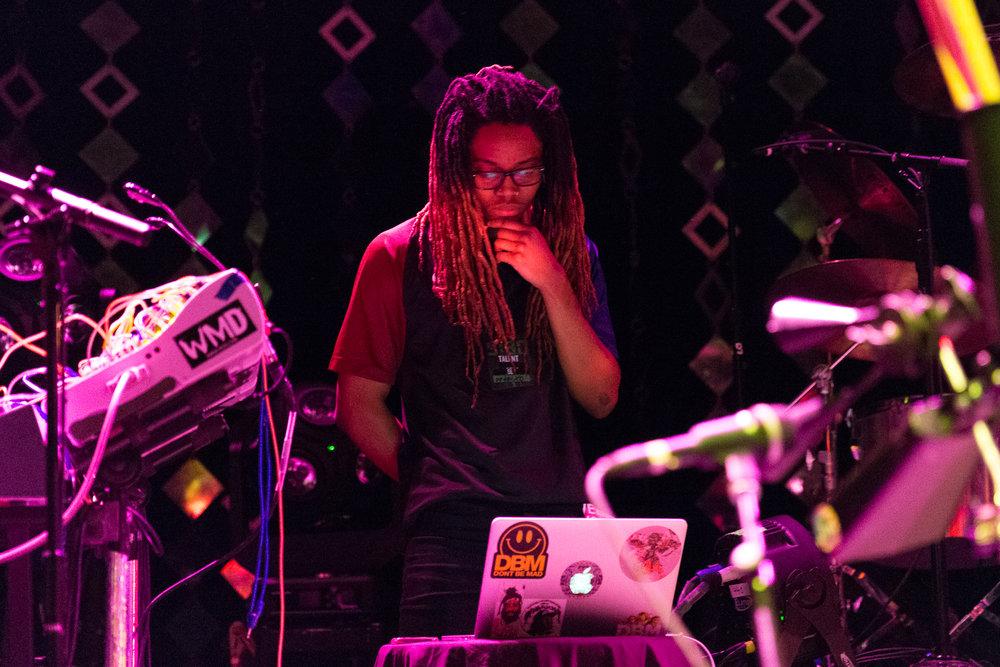 Xavier Omär @ 9:30 Club (Photo by Mauricio Castro /  @themauricio )