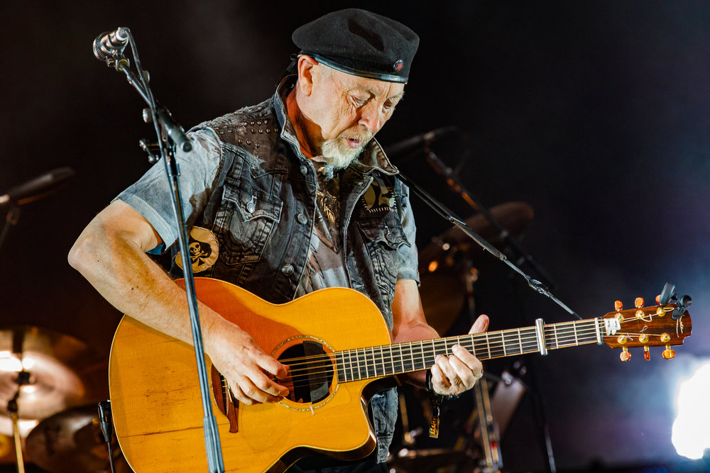Richard Thompson at Fairport's Cropredy Convention (photo by Matt Condon / @arcane93)