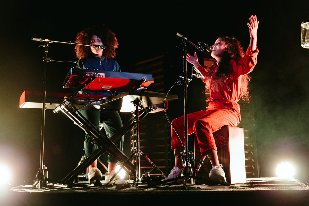 Lisa-Kaindé Diaz (left) and Naomi Diaz (right) of Ibeyi (Photo by Mauricio Castro /  @themauricio )