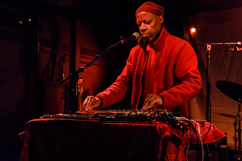 Laraaji performing at the Rock and Roll Hotel in Washington, DC - 3/8/2018 (photo by Matt Condon / @arcane93)