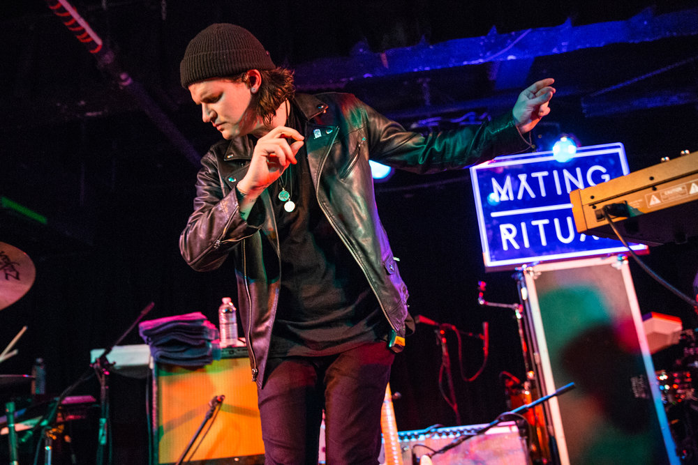 Mating Ritual at Black Cat (Photo by Mauricio Castro /  @themauricio )