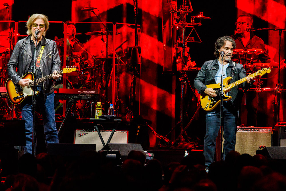 Daryl Hall and John Oates performing at Capital One Arena in Washington, DC on June 11th, 2018 (photo by Matt Condon /  @arcane93 )