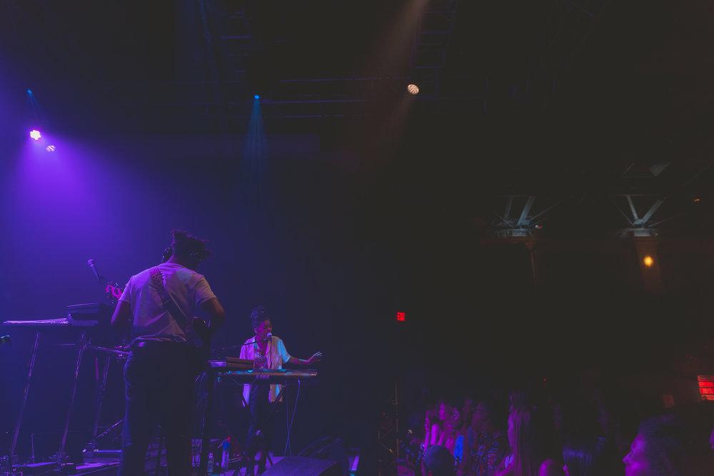 April + Vista at 9:30 Club (Photo by Avery Junius /  @1takeace )