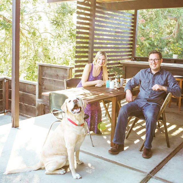 This lovely couple, their sweet dog, and their gorgeous home😍 House tour post on Apartment Therapy, link in profile. #apartmenttherapy #hometour #homedesign #midcenturymodern #homeinspo #california #sandiego #photographer