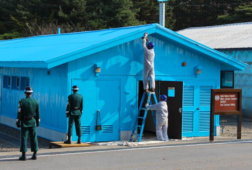 Maintenance day at the border