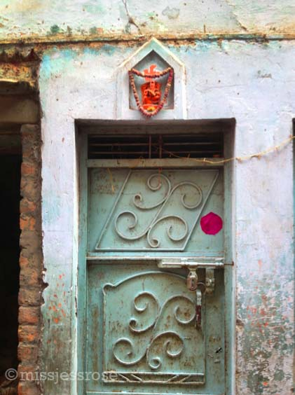 Small Hindu shrine above a doorway, Varanasi
