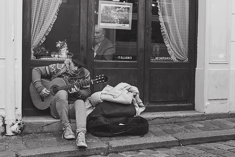busking in paris