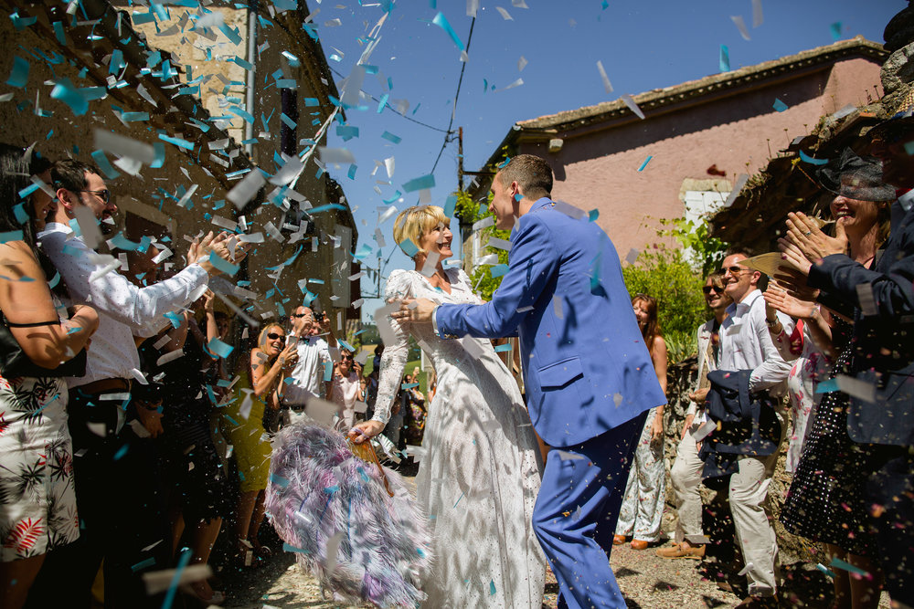 confetti at a wedding - confetti at Castelnau Des Fieumarcon - French wedding photography
