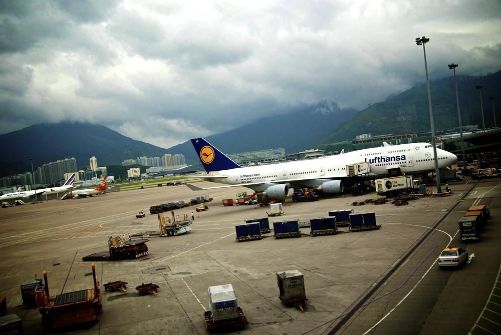 Lufthansa 747-400 at HKG