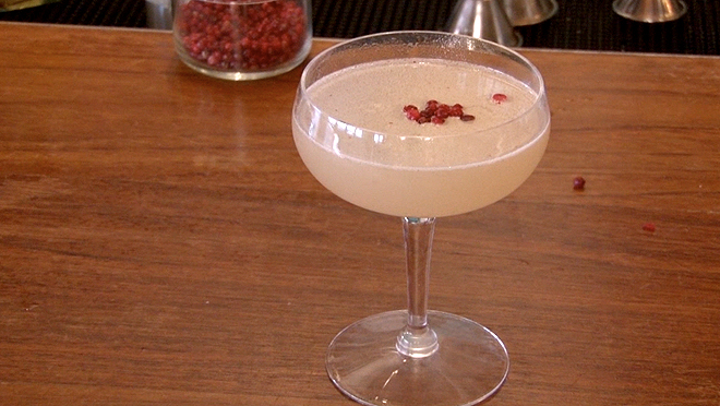 How to make a fat-washed pink peppercorn daquiri