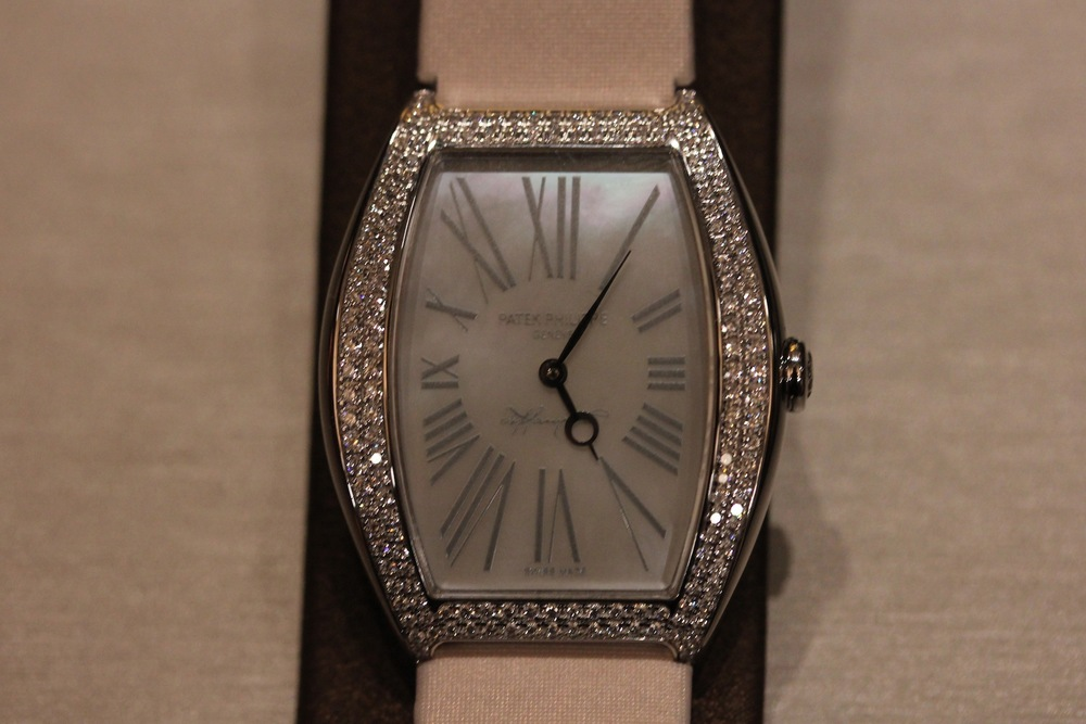 Ladies Anniversary Watch With Mother of Pearl Dial