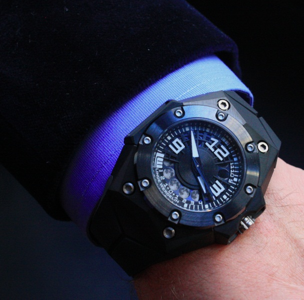 Oktopus II Moon On The Wrist