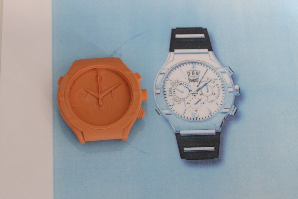 Sketch of the Polo 45 next to a 3D model of the same watch