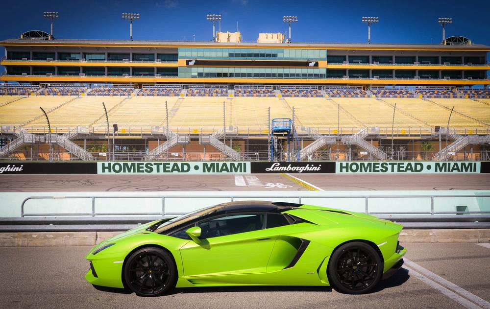 LamborghiniAventadorRoadster-2-2.jpg