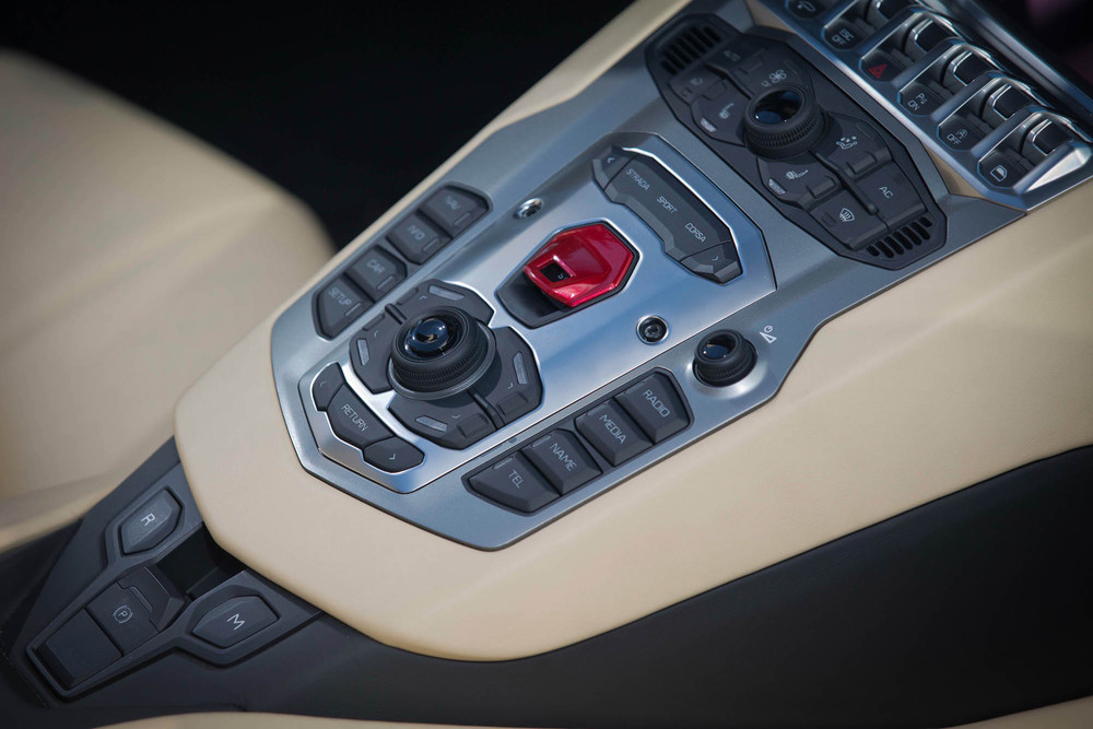 LamborghiniAventadorRoadster-38.jpg