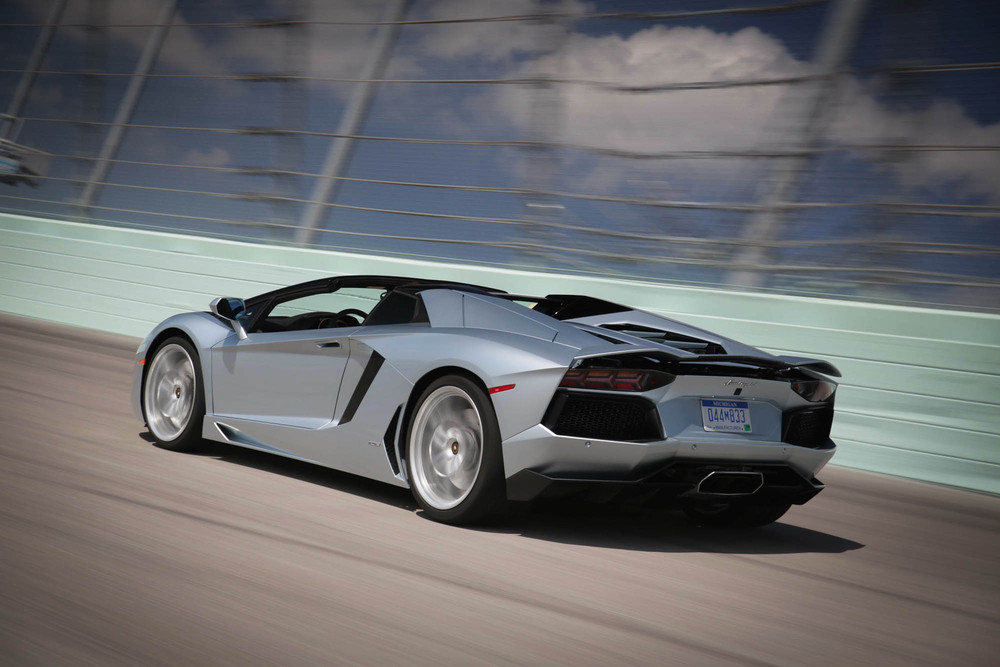 LamborghiniAventadorRoadster-18.jpg