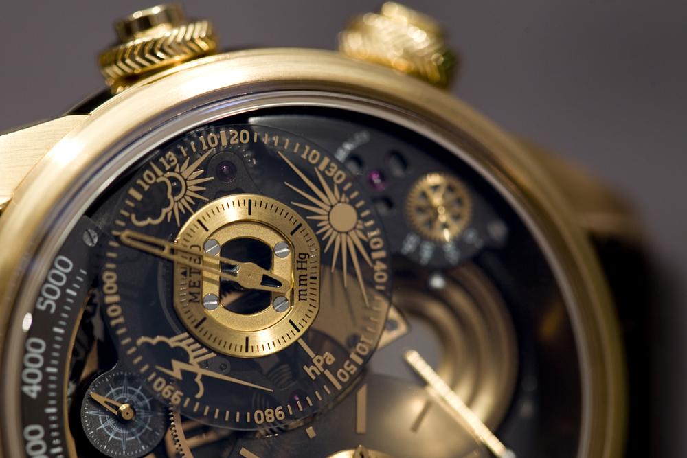 A closer look at the barometric pressure dial