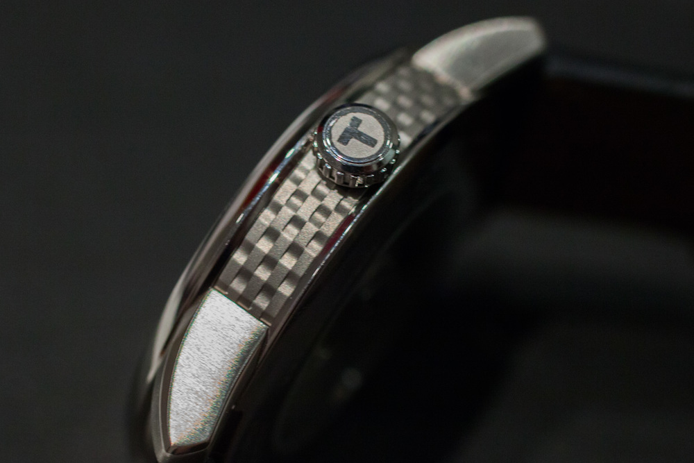 T-Signed Crown And Textured Caseband