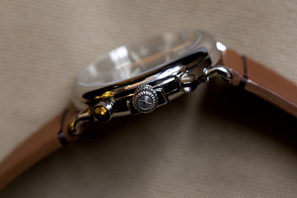 Fluted crown flanked by chronograph pushers