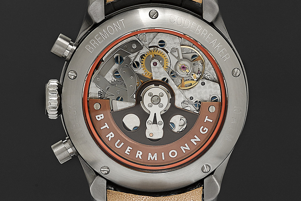 The BE-83AR self-winding movement is based on the Valjoux 7750
