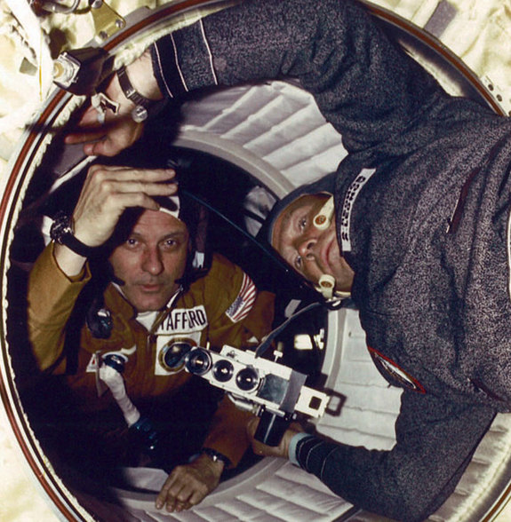 historic-apollo-soyuz-crew-anniversary-100716-02.jpg